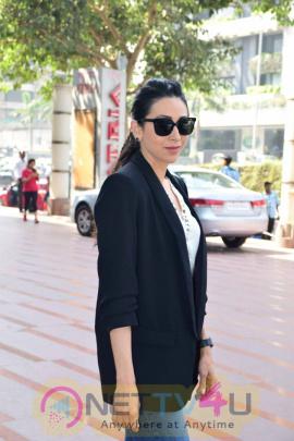 Actress Karisma Kapoor Inaugurates FLO Mumbai Magic Bazaar 2017 Pics Hindi Gallery