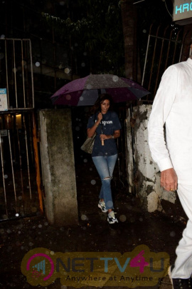 Shweta Bachchan  Spotted At Kromakay Salon In Juhu Images  Hindi Gallery