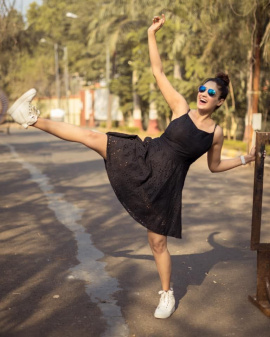 Actress Gurleen Chopra Gorgeous Stills