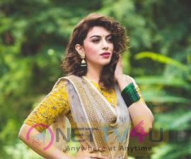 Actress Hansika Motwani Stylish Pics Tamil Gallery