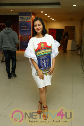 Actress Swathi Reddy Good Looking Images Tamil Gallery