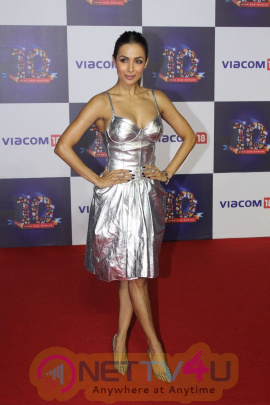 Malaika Arora Khan & Mouni Roy At The Red Carpet Of Viacom 18,10 Years Anniversary Photos