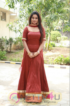 Actress Leesha Eclairs Lovely Images Tamil Gallery