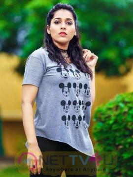 Actress Rashmi Gautam Cute Pics