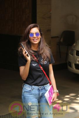 Esha Gupta Spotted At Bandra