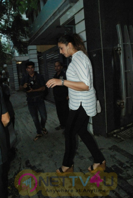 Huma Qureshi And Aayush Sharma Spotted At Bandra Beautiful Images