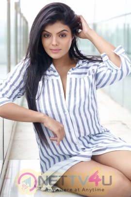 Actress Tejashree Profile And Photoshoot Images Tamil Gallery