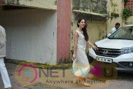Sara Ali Khan Spotted At Bandra Pretty Images  Hindi Gallery