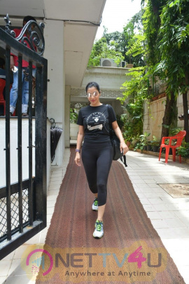 Sophie Chowdhary Spotted At Bandra Cute Images