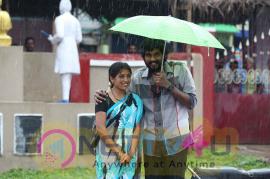 Kalavu Thozhirchalai Movie Attractive Stills Tamil Gallery