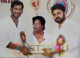 Vasantham Ravimaran Donates 1 Lakhs To Nadigar Sangam Pic