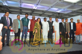 Vishal Launches HowdyDo Messaging App Photos Tamil Gallery