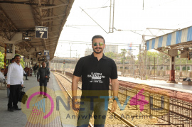 Stills Of Vivek Oberoi Snapped Travelling By Local Train To Kelve Road