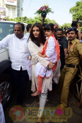 Abhishek Bachchan & Aishwarya Rai Visit Siddhivinayak Temple Grand Pics Hindi Gallery