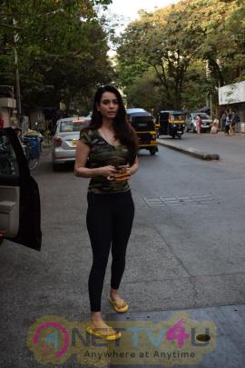 Yami Gautam & Soundarya Sharma Came To Restaurant In Juhu