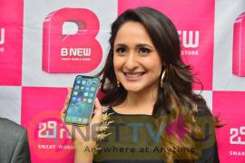 Pragya Jaiswal Launches B New Mobile Store At Chilakaluripet Photos Telugu Gallery