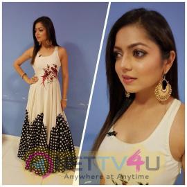 Serial Actress Drashti Dhami Images