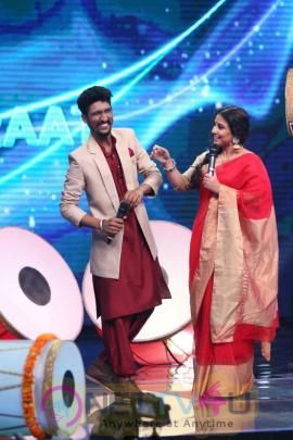Stills Of Vidya Balan On Set Of Indian Idol For Promote Film Begum Jaan Hindi Gallery