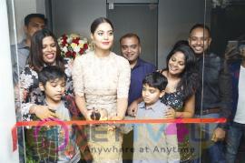 Actress Bindu Madhavi Inaugurates Salon Blow At Velachery Pics Tamil Gallery