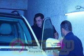 Salman Khan & Salim Khan Watch Movie Tiger Zinda Hai At Lightbox Pics