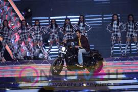 Top Bollywood Celebs Perform At Mumbai Police Annual Show Umang 2017 Photos Hindi Gallery