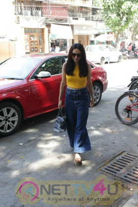 Amruta Khanvilkar Came To Bandra Hindi Gallery