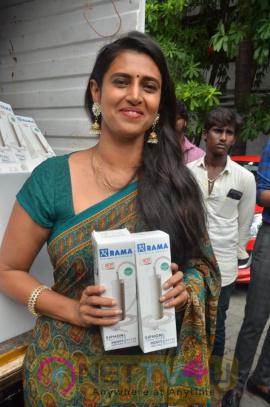 Actress Kasthuri Funds Gaja Relief Photos