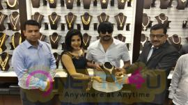 Actor Prashanth And Actress Sakshi Agarwal At Launch Of Joyalukkas Showroom In Velachery