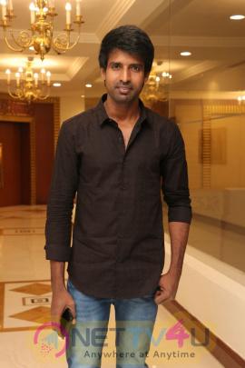 Sangili Bungili Kadhava Thorae Success Meet Excellent Stills  Tamil Gallery
