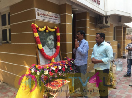 Actor Manobala Respect To MGR At MGR 31st Death Anniversary Pics Tamil Gallery