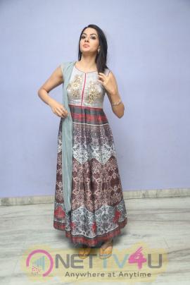 Actress Sakshi Chaudhary New Stunning Pics Telugu Gallery