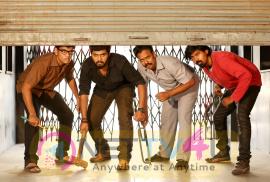 Naalu Peruku Nalladhuna Edhuvum Thappilla Tamil Movie Stills