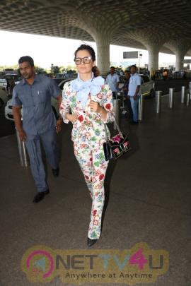 Kangana Ranaut Spotted In Stylish Looking Images At Airport Hindi Gallery