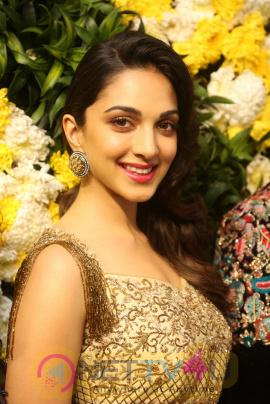 Actress Kiara Advani Cute Images Hindi Gallery
