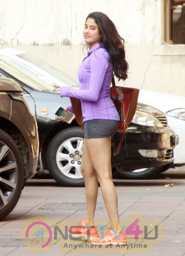 Jhanvi Kapoor Romantic Photos Hindi Gallery
