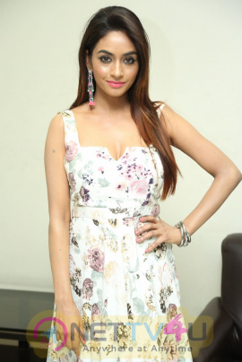 Actress Pooja Singh Lovely Stills Hindi Gallery
