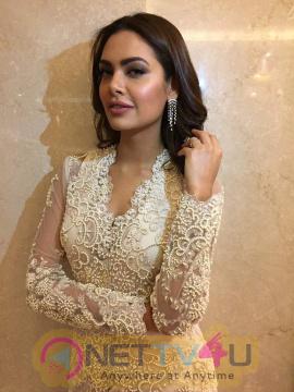 Esha Gupta Looked Gorgeous At The Cama Awards