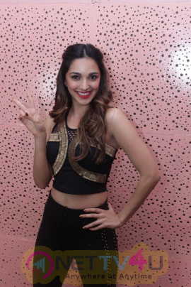 Mustafa Burmawala & Kiara Advani Perform For Underprivileged Children Hindi Gallery
