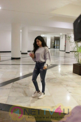 Janhvi Kapoor Came To  Manish Malhotra Home Hindi Gallery