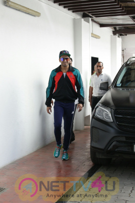 Ranveer Singh Came To  Physio Rehab Clinic In Bandra Hindi Gallery
