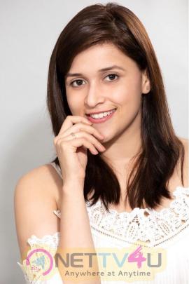 Actress  Mannara Chopra New Hd Stunning Stills