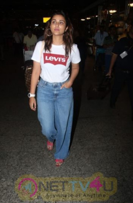 Bollywood Celebrities Spotted In Mumbai Airport  Superb Images