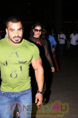 Actress Kajol Spotted At Airport Photos