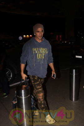 Akshay Kumar Spotted At Airport Stills Hindi Gallery