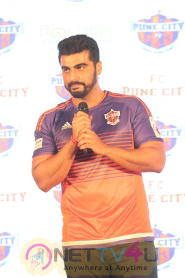 Unveiling The New Face Of Fc Pune City Arjun Kapoor Photos Hindi Gallery