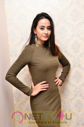 Actress Amiksha Pawar Attractive Stills