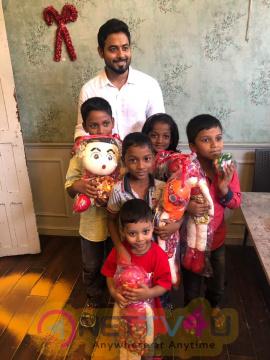 Actor Aari & Aishwarya Dutta Surprises Unprivileged Children With Christmas Delight Pics