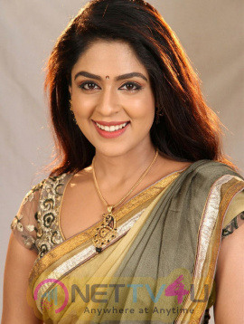 Actress Malavika Wales Attractive Photos Tamil Gallery