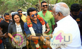 Suriya And Jyothika Visit The Sets Of Nivin Pauly Kayamkulam Kochunni Images Tamil Gallery