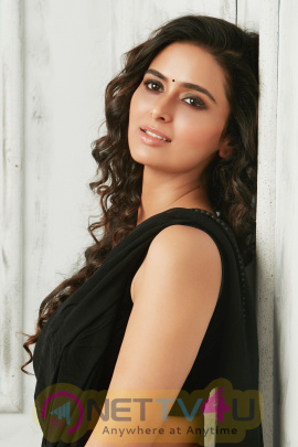 Actress Meenakshi Dixit Attractive Pics Tamil Gallery